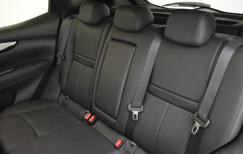 Nissan Qashqai Tekna rear seats in leather